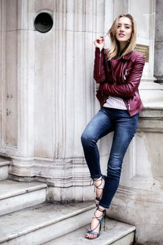 LEATHER LANE Let's agree, that those awkward problems and insecurities we all had during high-school could have been solved by . Autumn Winter Fashion, Spring Fashion, Girl Fashion, Womens Fashion, Winter Style, Lifestyle Articles, Just Style, French Chic, Leather Jacket