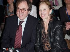 David's parents. ♪