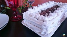 Vas a disfrutar preparando esta tarta de nata, chocolate y bolas de maltesers. Y aun más cuando la pruebes y compruebes lo bien que sabe.