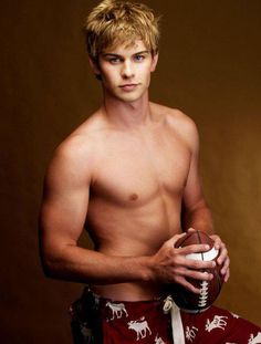 haha didnt know Chace Crawford was an abercrombie model ...not surprised