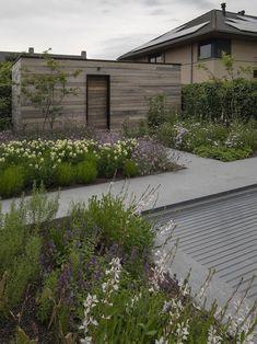 Home Garden Design Steep Gardens, Small Gardens, Outdoor Gardens, Country Landscaping, Front Yard Landscaping, Home Garden Design, Garden Architecture, Natural Garden, Garden Spaces