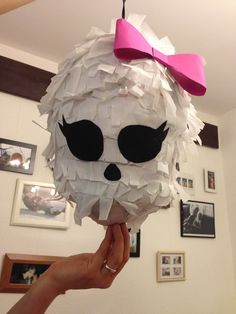 A piñata for a Monster High birthday party maybe you can make this for your niece! Monster High Party, Monster High Halloween, Festa Monster High, Monster High Birthday, 6th Birthday Parties, Girl Birthday, Birthday Ideas, Party Mottos, Princess Party