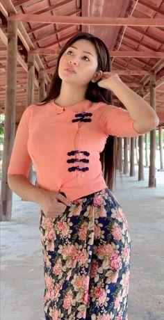 Myanmar Traditional Dress, Traditional Dresses, Burmese Girls, Myanmar Women, Cute Asian Girls, Hot Dress, Beautiful Asian Women, Girl Poses, Lady