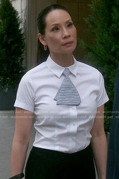 Joan's white shirt and striped mini-tie on Elementary Lucy Liu, Business Outfits, Business Fashion, Wetter Im Winter, Black Dress Red Carpet, Divas, Evolution Of Fashion, Lookbook, Black Swimsuit