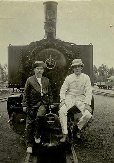De heer Hubregtse (rechts) en een Europeaan voor een locomotief in Atjeh. circa 1900 Jakarta, Locomotive, Transportation, Indie, Vintage, Vintage Comics, Locs