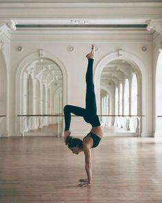 yoga inspiration yoga for beginners yoga poses yoga poster yoga photography yoga. - yoga inspiration yoga for beginners yoga poses yoga poster yoga photography yoga for weight loss yo - Vinyasa Yoga, Yoga Bewegungen, Yoga Pilates, Yin Yoga, Pilates Workout, Yoga Art, Yoga Inversions, Pilates Body, Pilates Video