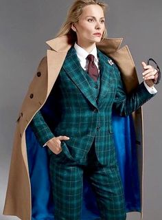 Oh Yes! Tomboy Fashion, Work Fashion, High Fashion, Womens Fashion, Fashion Design, Women Wearing Ties, Tartan Suit, Dandy, Suit And Tie