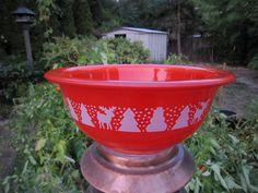 Pyrex Red Christmas Bowl by IslandHula, via Flickr