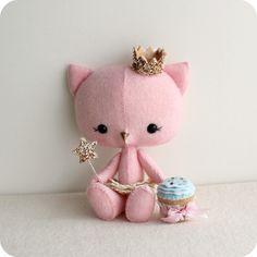 Kitten Princess by Gingermelon Felt Patterns, Stuffed Toys Patterns, Felt Diy, Felt Crafts, Fabric Dolls, Fabric Art, Fabric Animals, Sewing Projects, Felt Projects