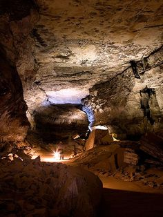 Passage along the Historic Tour route, Mammoth Cave National Park, Kentucky; Photograph by Clint Farlinger, Alamy