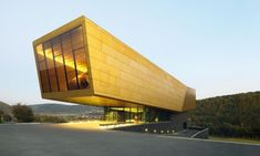 Nebra Ark - The façade is covered with yellow anodized aluminum.