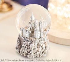 Take a trip to Hogwarts with our magical Harry Potter Hogwarts Snowglobe. Featuring true-to-story details, this enchanting piece will leave them spellbound. Cadeau Harry Potter, Décoration Harry Potter, Harry Potter Nursery, Harry Potter Cosplay, Harry Potter Snow Globe, Harry Potter Products, Harry Potter Bathroom Ideas, Harry Potter Things, Ravenclaw