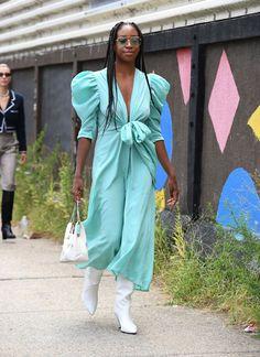 Nyfw Street Style, Spring Street Style, Street Style Looks, Spring Summer Fashion, Teen Vogue Fashion, Star Fashion, Fashion Outfits, Khadra, New York Fashion