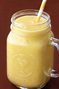 1 1/2 cups diced fresh pineapple - 1 banana - 1/2 cup greek yogurt - 1/2 cup ice - 1/2 cup pineapple juice. Yumm