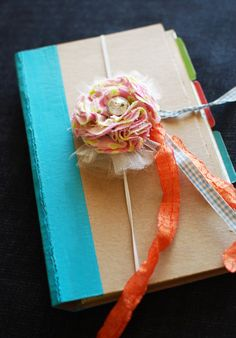 DIY Homemade Smash Book Tutorial - step by step plus video, great ideas! (Plus, she spells her name correctly. Mini Scrapbook Albums, Scrapbook Journal, Mini Albums, Cute Crafts, Diy And Crafts, Arts And Crafts, Paper Crafts, Teen Crafts, Smash Book