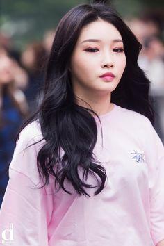 "chungha101: "" [NEWS] 160902 Chungha on the way to Music Bank ""HQ (2000x3005): 1 "" """