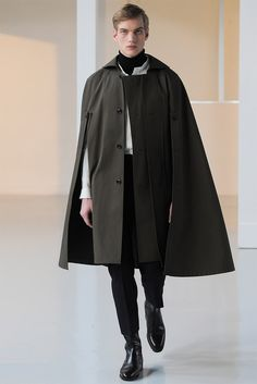 Christophe Lemaire unveiled his Fall/Winter 2015 collection during Paris Fashion Week. Fashion Week Paris, Winter Fashion, Milan Fashion, Look Fashion, Fashion Show, Mens Fashion, Fashion Design, Fashion Trends, Aw17 Fashion