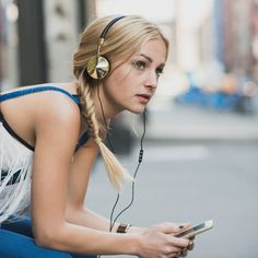 Savurează muzica favorită în orice moment al zilei oriunde te-ai afla cu minunatele căști Frends Layla RoseGold. Comandă acum de la QuickMobile: www.quickmobile.ro