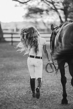 Nicole Schultz Photography 2017 // Equine Portr… Nicole Schultz Photography 2017 // Equine Portrait Potographer - Art Of Equitation Horse Senior Pictures, Pictures With Horses, Horse Photos, Horse Girl Photography, Equine Photography, Photography 2017, Photography Outfits, Photography Ideas, Photography School