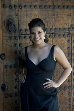 America Ferrera, Ugly Betty, Curvy Girl Fashion, Lady And Gentlemen, Girl Crushes, What To Wear, Wall Cloud, Formal Dresses, Celebrities