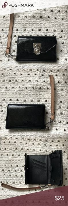 Black Michael Kors Wristlet Super Cute Michael Kors Wristlet 💖  NWOT ‼️ Can be used for cash & cards & IDs ❤️   Give me your best offer 😍😍 Michael Kors Bags Clutches & Wristlets