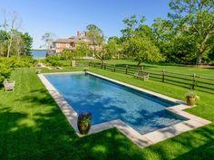 La villa de luxe dans le North Haven de Richard Gere, en vente pour 56 millions de dollars. Ici la piscine dans le vaste jardin.