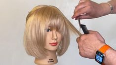 Layered Bob / Gestufter Bob A classic stepped bob consists of a compact basic length and a gradation Short Layered Haircuts, Layered Bob Hairstyles, Modern Haircuts, Short Hair Cuts, Short Hair Styles, Layered Bobs, Hair Cutting Videos, Hair Cutting Techniques, Hair Videos