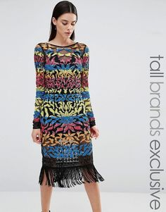 Maya Tall - Robe mi-longue à manches longues et à sequins multicolores avec  un ourlet à franges c123261c7b4