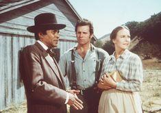 Dr. Caleb Ledoux (Don Marshall, l.) gibt der schwangeren Jenny Sherman (Anne...