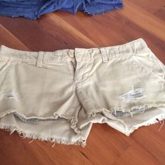 American Eagle Outfitters shorts sz 0 American Eagle Outfitters cotton short in a weathered khaki size 0. American Eagle Outfitters Shorts