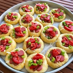Ich kam mit POĞAÇA in den Geschmack von Pizza. Pizza Recipes, Lunch Recipes, Appetizer Recipes, Dessert Recipes, Cooking Recipes, Pizza Pastry, Bread And Pastries, Wrap Sandwiches, Appetisers
