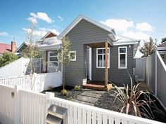 Weatherboard victorian house exterior with picket fence landscaped garden - House Facade photo 803007 Exterior Color Schemes, House Color Schemes, Exterior Paint Colors, Exterior House Colors, Interior Exterior, Exterior Design, Facade Design, Victorian Homes Exterior, Victorian House