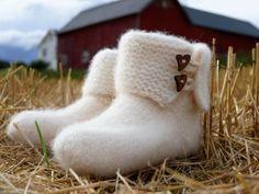 Oppskrift på YGGS tova tøfler- voksne - Bare Tøfler Knitting Patterns, Slippers, Felting, Fashion, Threading, Moda, Knit Patterns, Felt Fabric, Fashion Styles