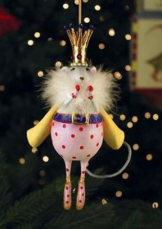 """PATIENCE BREWSTER 2013 MOUSE KING ORNAMENT Dimensions: 8"""" x 4"""" Primary Material: Stone Resin"""