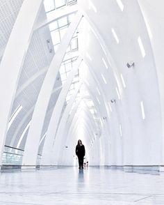 """Anita Tejlgaard - Copenhagen auf Instagram: """"Posing for the camera #selfie #selfietime #lightcathedral #copenhagenairport #kastrup #tv_pointofview #shootermag #iphone6s #iphonephotography #icapture_mobile #jj_minimal #jj_mobilephotography #jj_architecture #archilovers #architecturelovers #architectureandpeople #voreskbh #visitcopenhagen #Mashpics"""""""