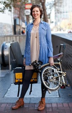 Folding bike : Kristi is riding a Brompton H-Type equipped with a Swift Industries Gilman bag. Bike provided by Huckleberry Bicycles, SF. Photo by Myleen Hollero Cycle Chic, Tricycle, Velo Brompton, Velo Vintage, Folding Bicycle, Female Cyclist, Urban Bike, Commuter Bike, Bicycle Girl