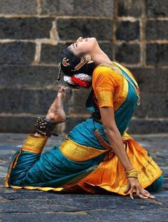 Always wanted. I have seen that this is a best pose to end the Shiv Tandava. This is i am wishing for. Isadora Duncan, Tribal Fusion, Dancing Ganesha, Indian Classical Dance, Classical Art, Dance Poses, Girl Photo Poses, Dance Pictures, Dance Art