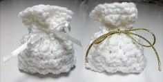 If you're looking for an easy crochet pattern for your upcoming special day then you're sure to fall in love with these Wedding Favor Bags. Wedding crochet bags are great to give your guests. Fill them with candies or goodies and set them at the table.