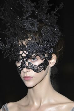 Philip Treacy Lace Masks  These are just soo elegant!  Valentino Fall 2009 Couture Philip Treacy Lace Masks