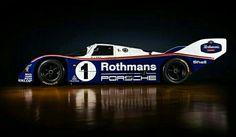 Porsche 956 Grupo C. 6 Cilindros en Boxer, 2 turbos, efecto suelo... Tremendo !