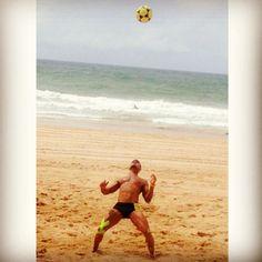 É você que controla a sua mente, se você acreditar e lutar pelo que quer, você conseguirá atingir tudo o que pretende. #fuoco 🏝🌞⚽🍀☝  #spiaggia #vemcomigo #vemprotreino #eujogofutevolei #futevôlei #footvolley #pratiquefutevolei #futevoleibrasil #futevoleisalvador #playfootvolley #euamofutevolei #treino #altinhafc #esporte #saude #boraqueavidatapassando #veraocomabolatoda #mikasa