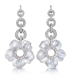 Earrings, from PRIMAVERA collection. Check out Padani jewelries catalog and receive further information about the product of your choice. Mother Of Pearl Earrings, Mother Pearl, White Earrings, Flower Earrings, Pearl Jewelry, Jewelery, Dreamland Jewelry, Bling, White Gold Diamonds