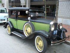 Antique Car Love the colors!