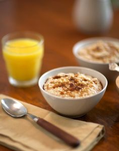 Slow Cooker Creamy Almond Oatmeal   1/2 cup steel cut oats 2 cups almond milk, unsweetened 3 tablespoons honey or maple syrup Pinch sea salt 1/2 teaspoon cinnamon 2 tablespoons diced almonds