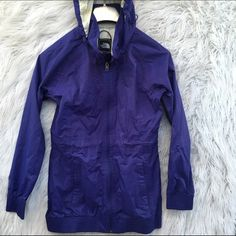 THE NORTH FACE PURPLE JACKET COAT SWEATER SZ S Great condition North Face Jackets & Coats