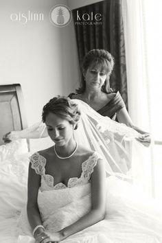 Está preparada para se emocionar muito? Então venha conferir as fotos mais pinadas de noivas com suas mães. Já deixe o lencinho do lado