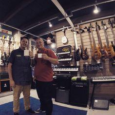 #CafeDas18 com nosso grande amigo, mestre dos synths, Saulo. #Synth #korg #friends #Garagem