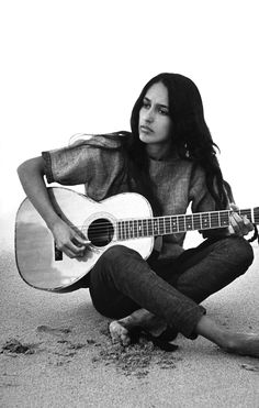 Joan Baez is a Mexican American folk singer and prominent activist in the fields of human rights, peace, and environmental justice. In the and she led 600 people in an antiwar demonstration in San Francisco, Pop Rock, Rock And Roll, Music Icon, My Music, Folk Musik, Jazz, Joan Baez, Joe Cocker, Janis Joplin