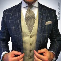 Mens fashion merelmegens The vest is too subdued and neutral gold would be better with a darker tie solid like the blue in the coat Gentleman Mode, Gentleman Style, Sharp Dressed Man, Well Dressed Men, Mens Fashion Suits, Mens Suits, Men's Fashion, Chaleco Casual, Look Formal