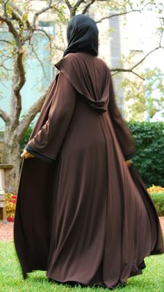 muslim woman fashion- Reminds me of Harry Potter. Would be so fun :)
